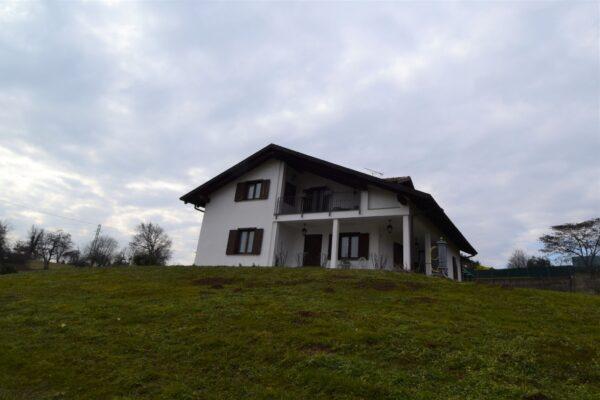Zubiena - villa con giardino